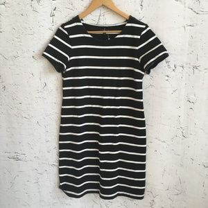 GAP BLACK WHITE STRIPE DRESS M
